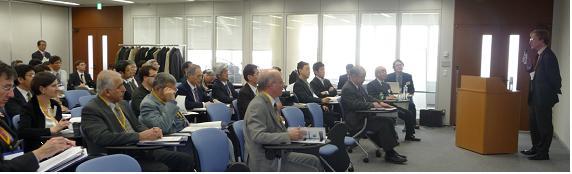 英国大使館科学技術・学術参事官クリス・プーク氏特別講演と会場の様子